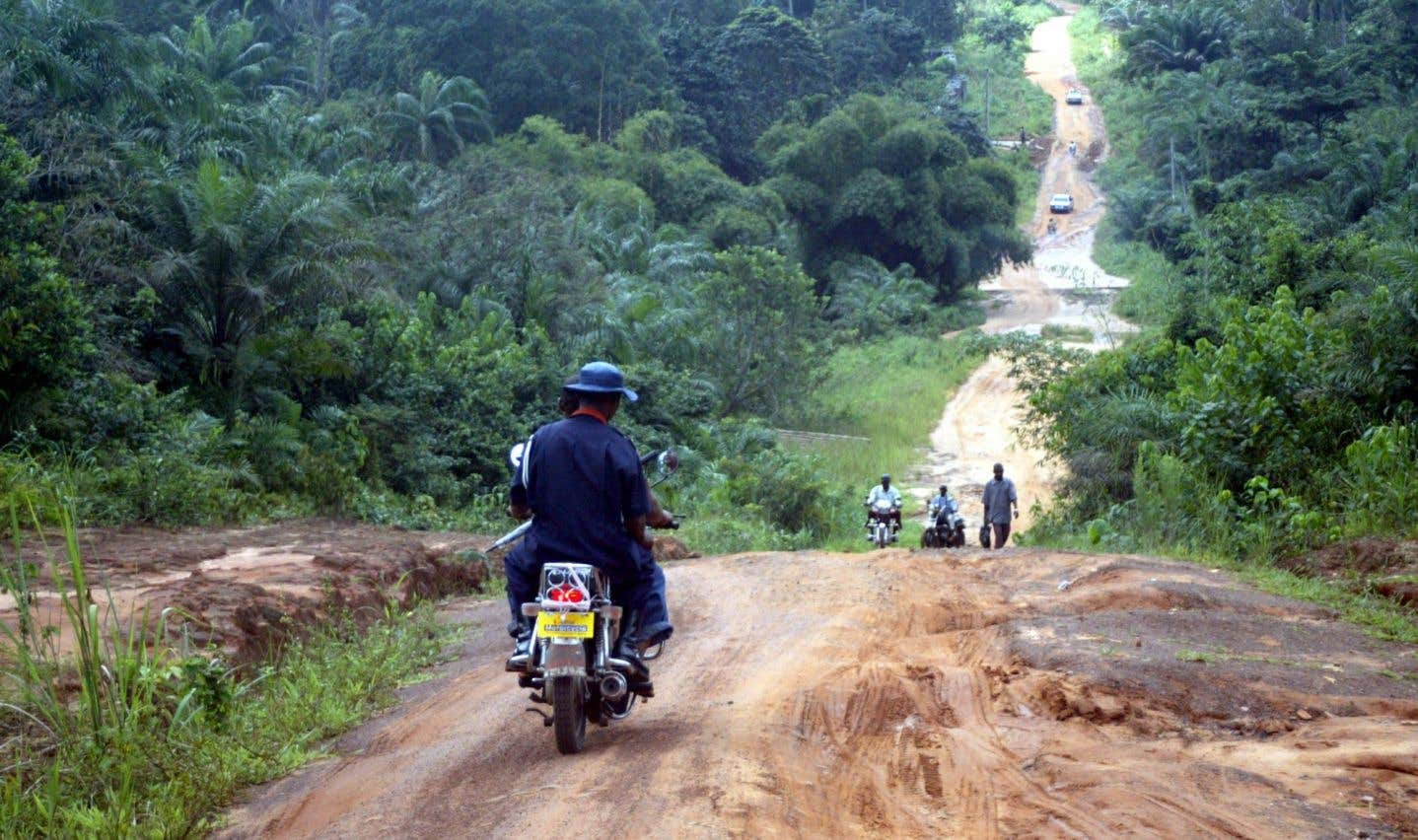 «Je mesouviens d'un père en Tanzanie qui avait fait une demande pour des motocyclettes. J'avais trouvé cela assez étrange. Il m'avait expliqué que le territoire était tellement vaste que c'était très difficile pour les prêtres d'aller d'une paroisse à l'autre, mais que, avec des motocyclettes, ils pourraient beaucoup plus facilement poursuivre leur travail.»