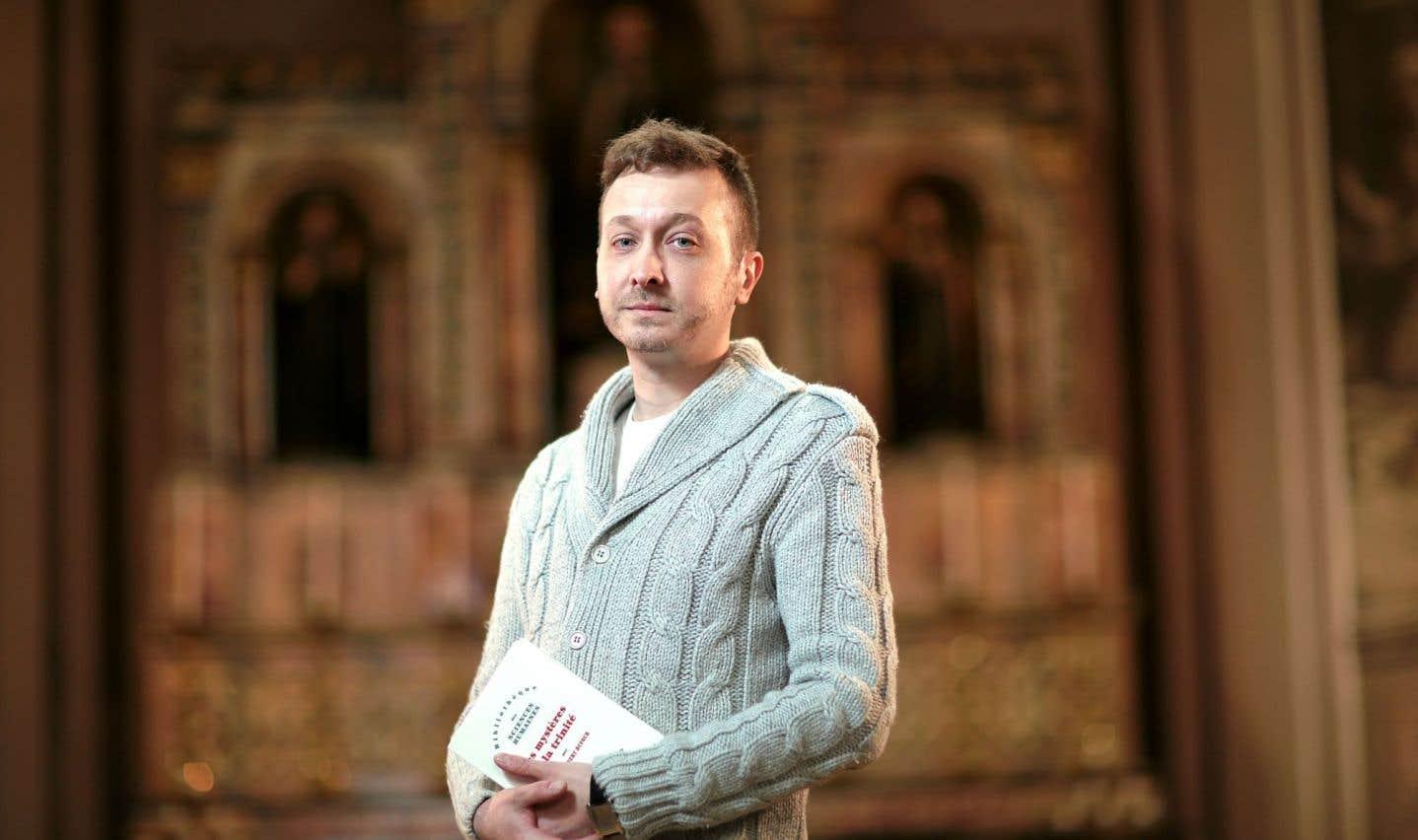 Marco Veilleux est diplômé en théologie de l'Université Laval. Il s'est intéressé au philosophe français contemporain Dany-Robert Dufour et à son livre Les mystères de latrinité.
