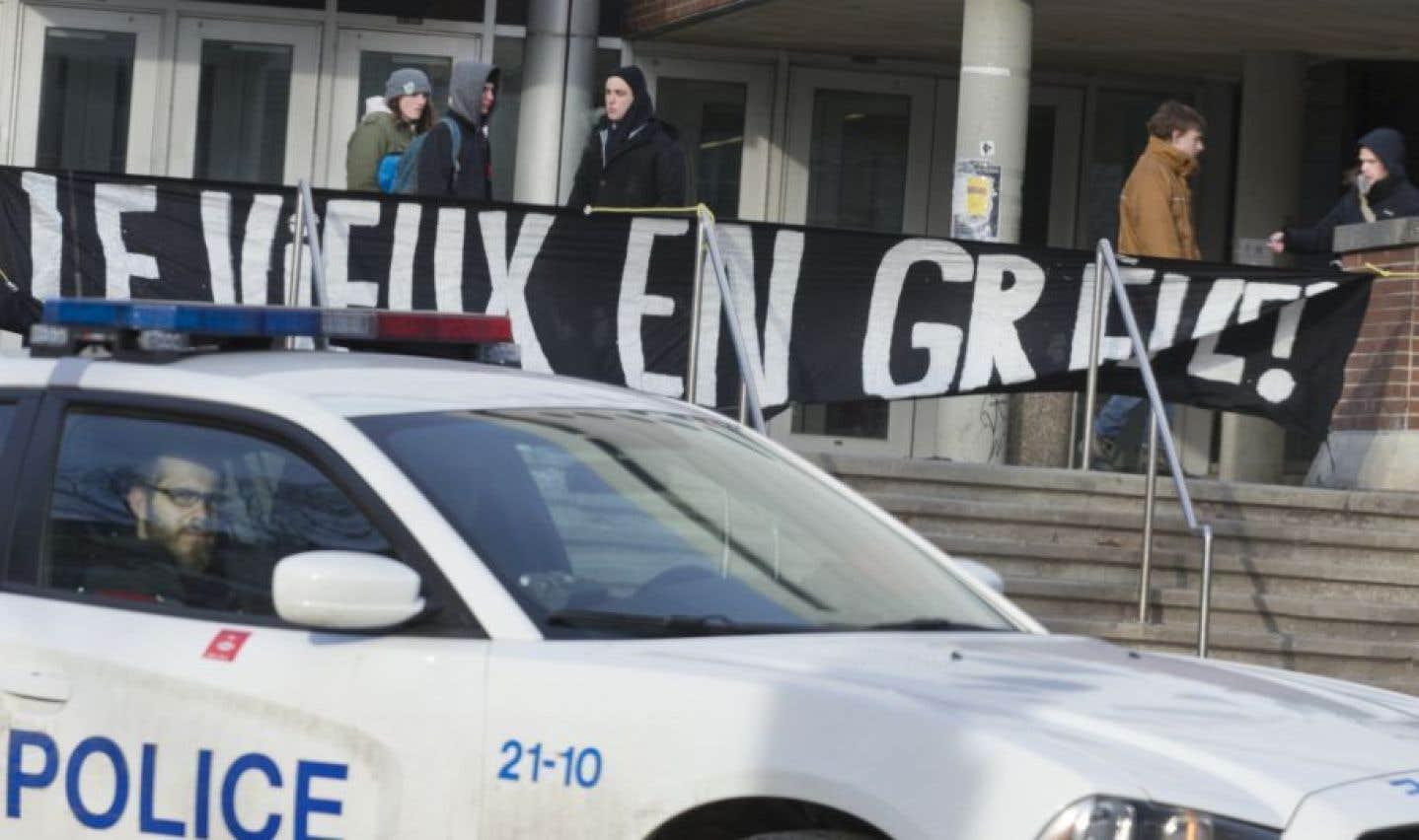 Fin de la grève: les étudiants rentrent en classe