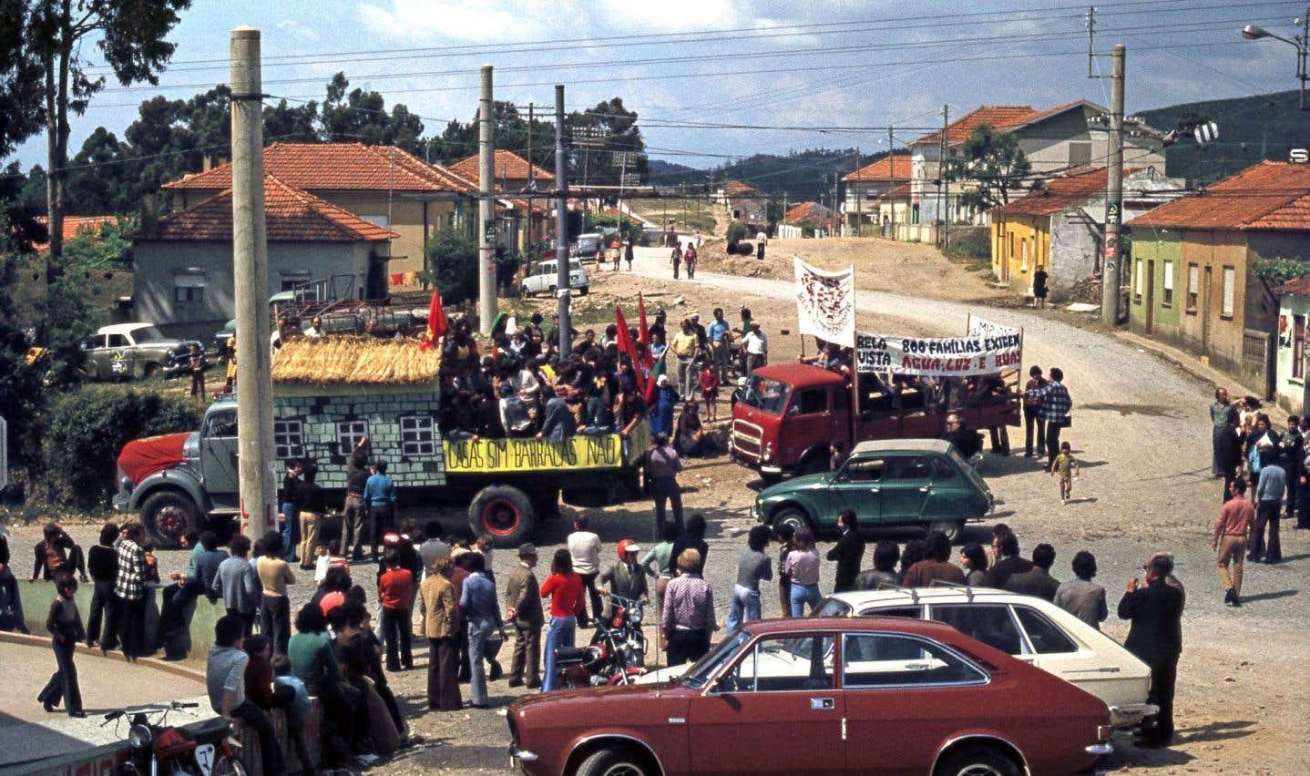 L'exposition intitulée Le processus SAAL: le logement au Portugal entre1974 et1976a été conçue par le Musée Serravales d'art contemporain de Porto en collaboration avec le CCA.