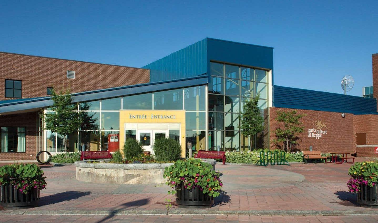 «Les contacts humains sont importants dans un événement comme celui-là, souligne le maire de la petite ville de Dieppe au Nouveau-Brunswick, Yvon Lapierre. On apprend des succès des autres, mais aussi des difficultés qu'ils ont traversées. Parce que développer le secteur culturel et artistique dans les villes reste un défi.»