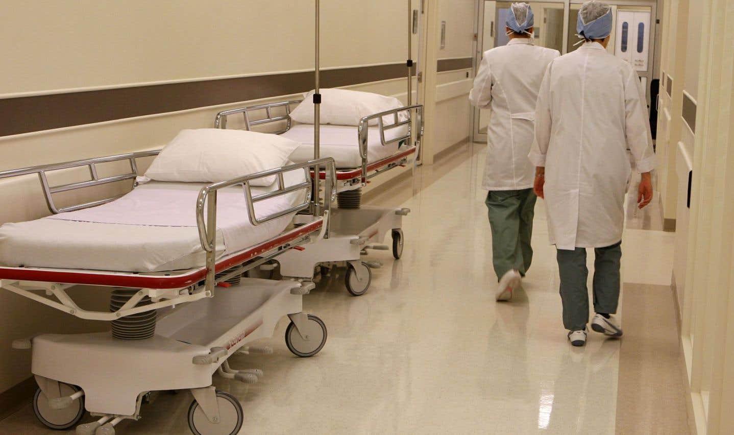 La Loi canadienne sur la santé exige en effet l'universalité et la gratuité des soins médicalement requis.