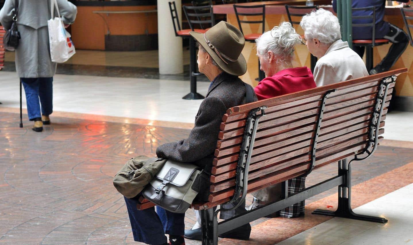 Au Québec, lorsqu'ils ont atteint 65ans, les retraités peuvent compter sur la couverture financière de trois régimes publics pour s'assurer un revenu minimum.
