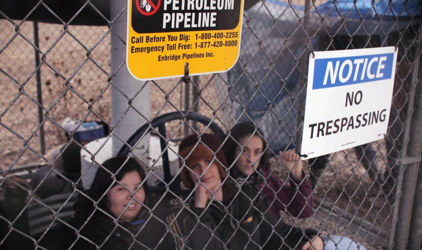 Une autre valve d'Enbridge fermée  par des manifestantes