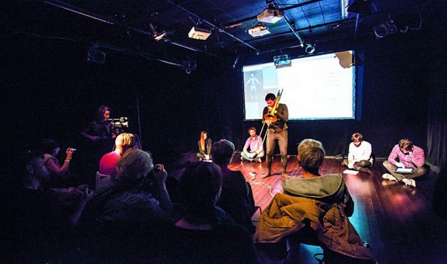 Le projet Musicking the Body Electric explore les possibilités et les applications technologiques, créatives et esthétiques de la performance de musique mobile grâce à l'utilisation des informations de partition vibro-tactile.