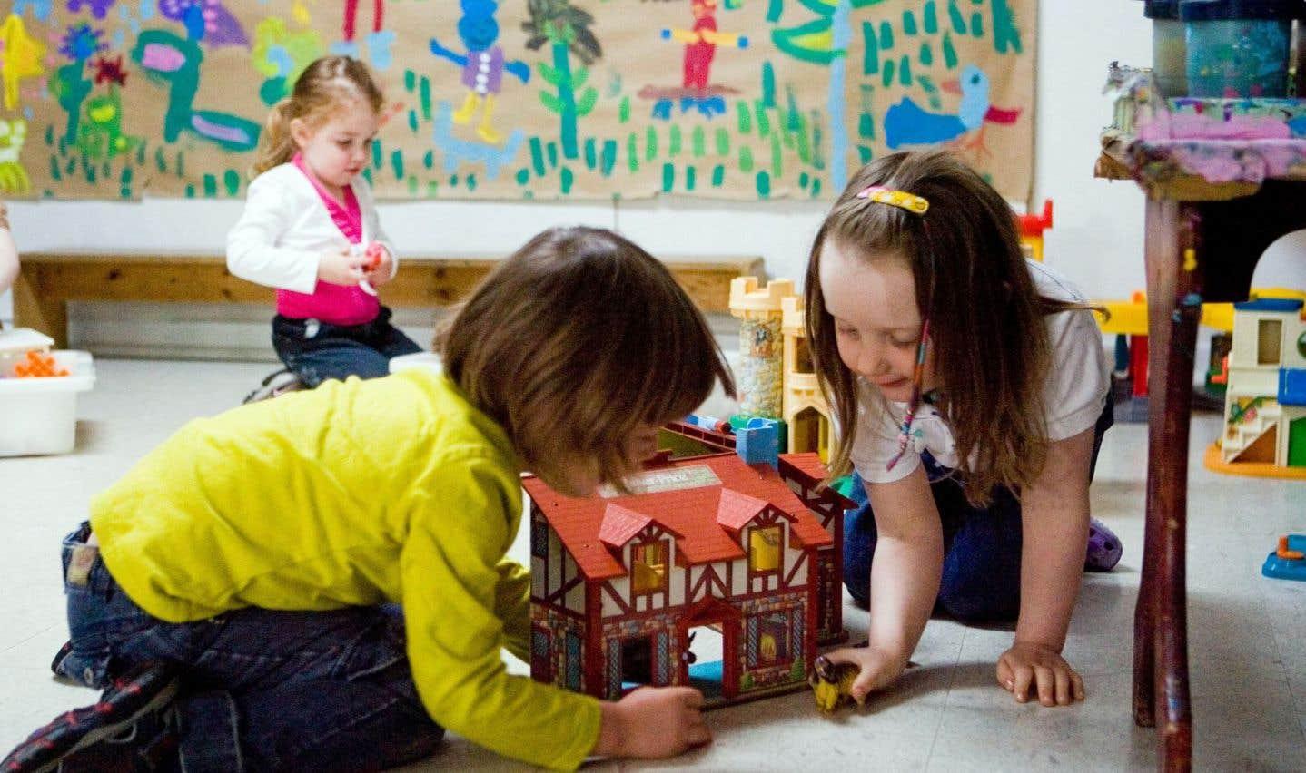 Les attentes sont élevées après le passage de l'ex-ministre Francine Charbonneau qui avait affirmé qu'elle ne voyait pas de différence entre un CPE et une garderie commerciale — un commentaire que n'ont toujours pas digéré les acteurs du milieu de la petite enfance.