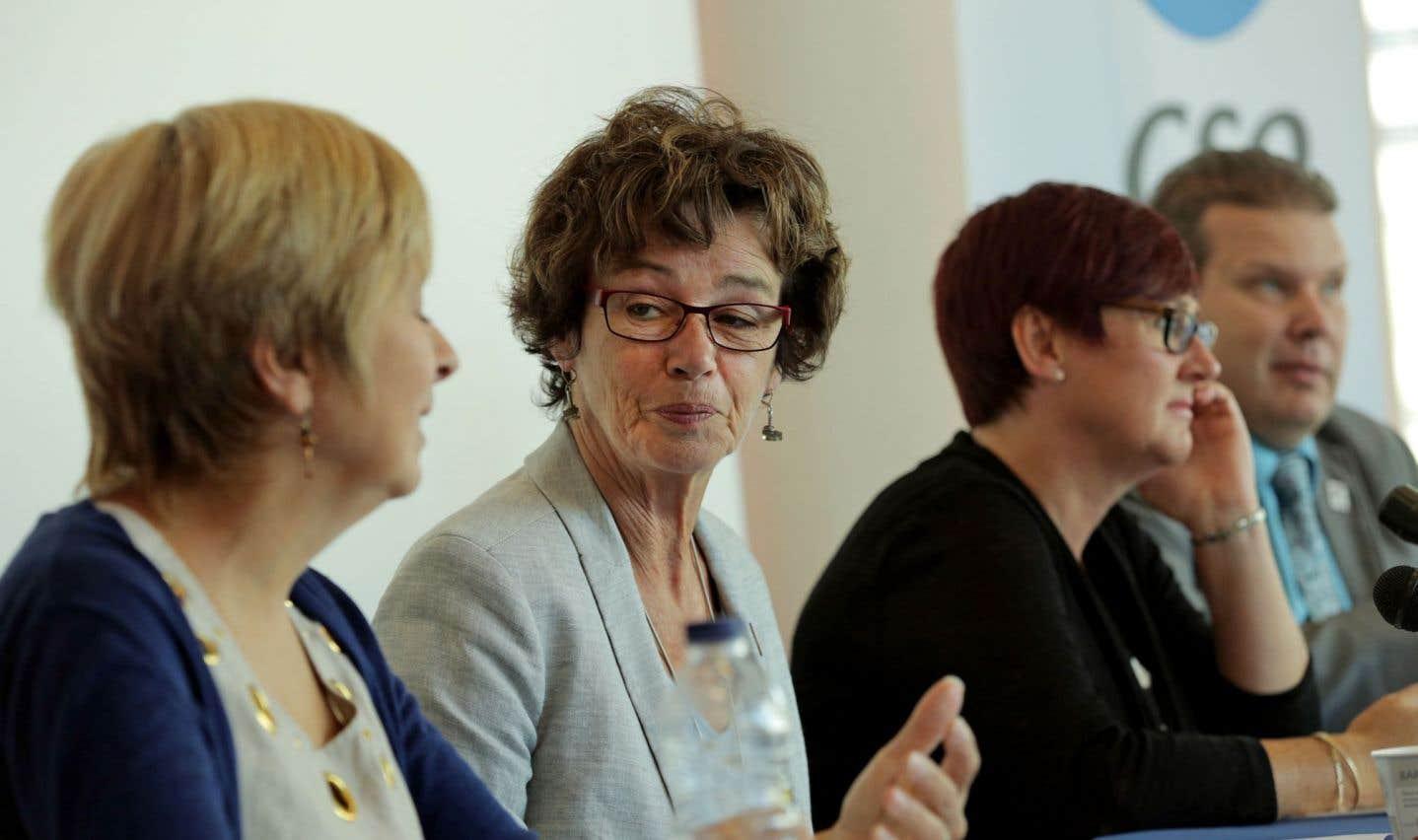 «En 2015-2016, c'est plus de 250 postes de professionnels qui ont été supprimés, dont des orthopédagogues, des psychoéducateurs, des psychologues», assure Louise Chabot, présidente de la CSQ.