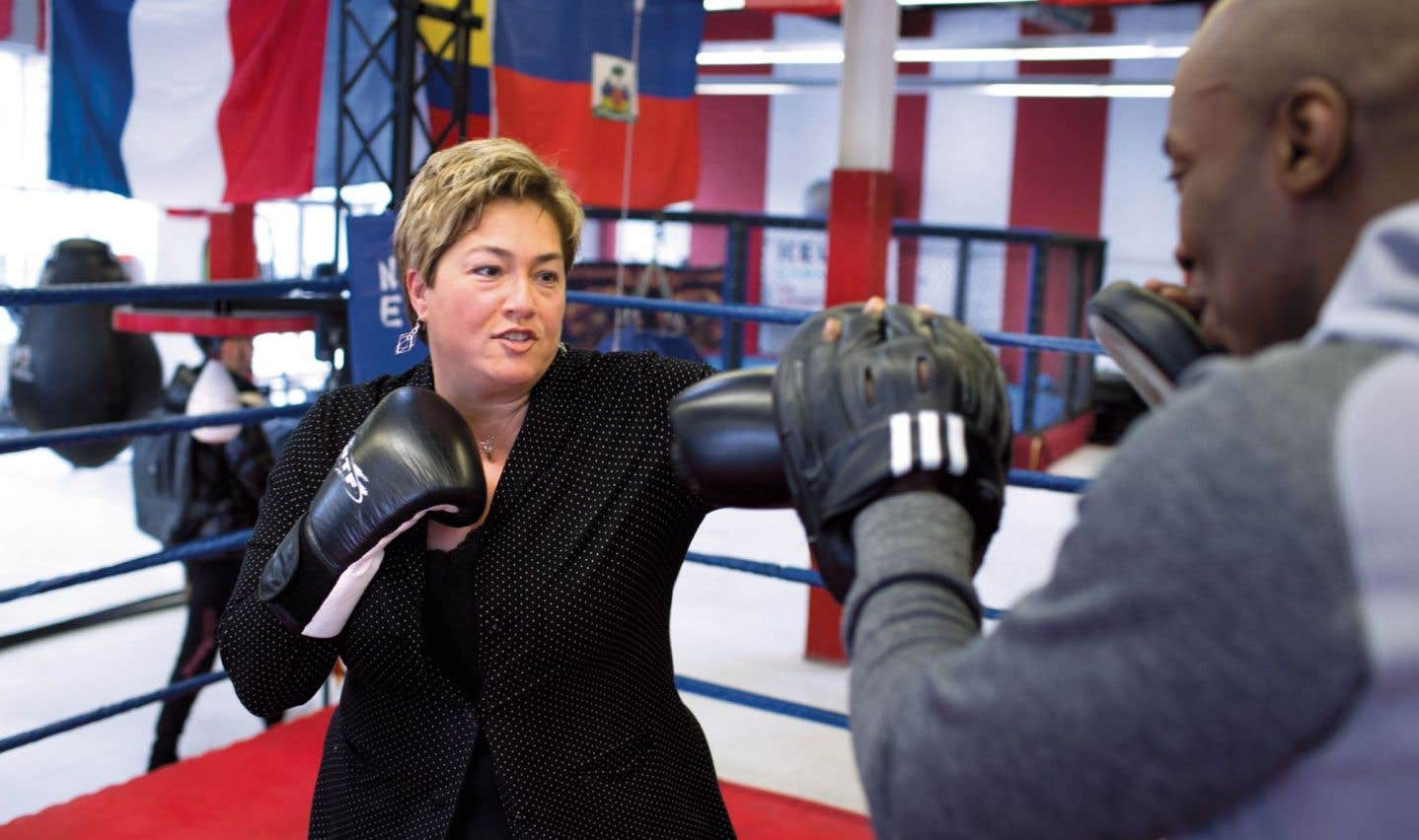 La mairesse Annie Samson n'a pas peur de mettre les gants pour défendre son arrondissement.