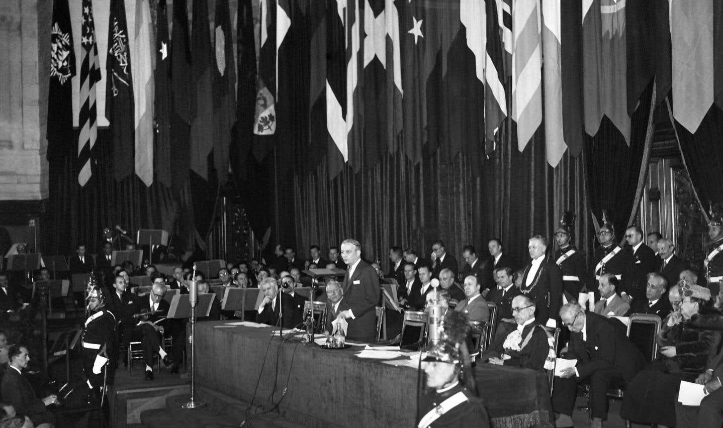 C'est lors de la première conférence de l'UNESCO en décembre1946, à Paris, que l'idée d'une association internationale de science politique est née.