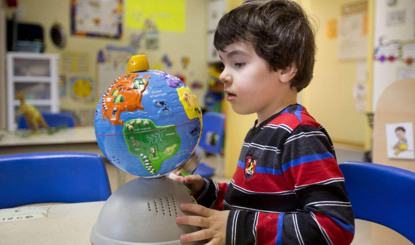 Les CPE se sont aussi donné une mission éducative auprès des enfants dont ils ont la garde. «Le projet éducatif, tel que développé par le ministère de la Famille, n'est pas à proprement parler un projet éducatif, comme on l'entend à l'école, mais plutôt un service éducatif visant à soutenir le développement de l'enfant», souligne Geneviève Bélisle, directrice générale adjointe de l'Association québécoise des centres de la petite enfance (AQCPE) et responsable des services éducatifs.
