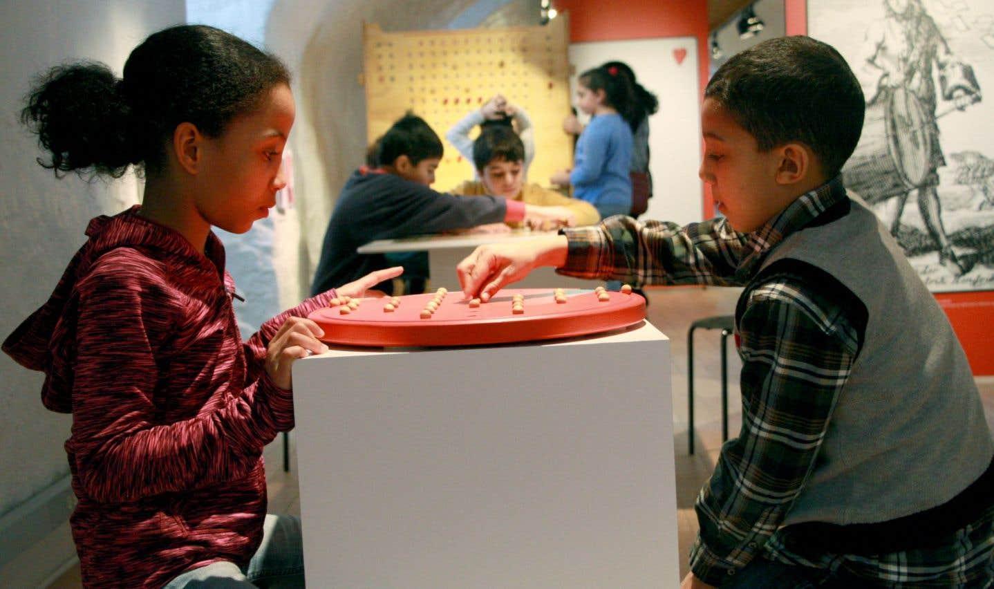 Des enfants jouent au Musée Stewart.
