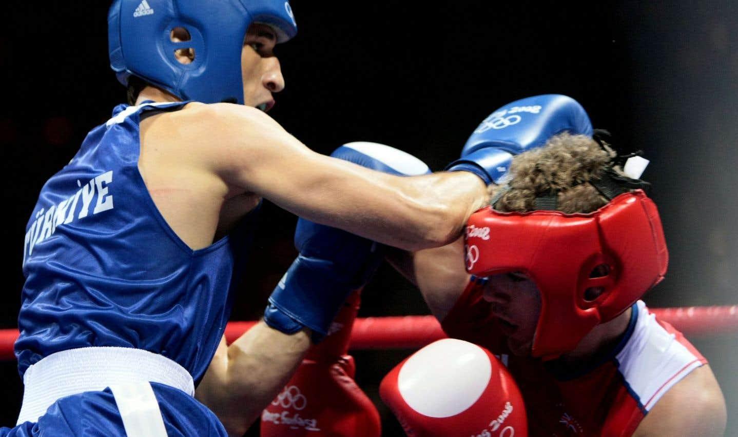 Le Turc Adem Kilicci (à gauche) contre le Britannique Billy Joe Saunders durant leur combat aux Jeux olympiques de Pékin en 2008