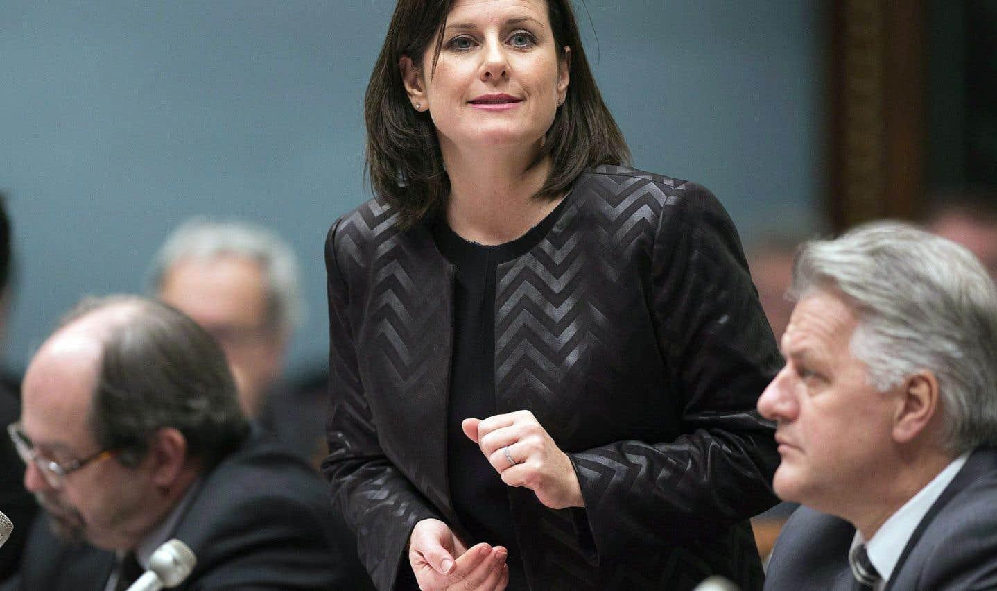 L'opposition presse la ministre Vallée de prendre des décisions