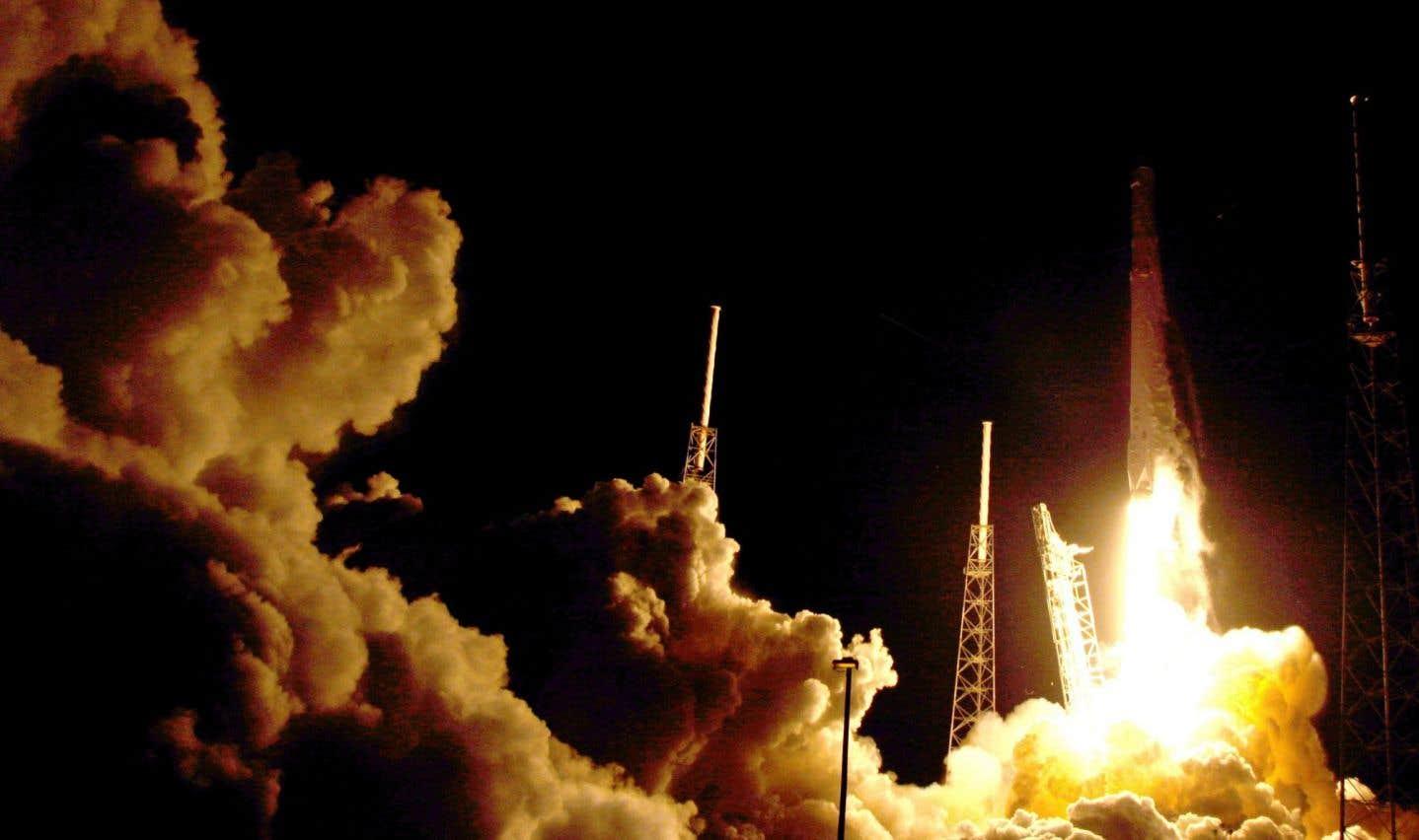 SpaceX lance Dragon vers la Station spatiale internationale et ramène sa fusée