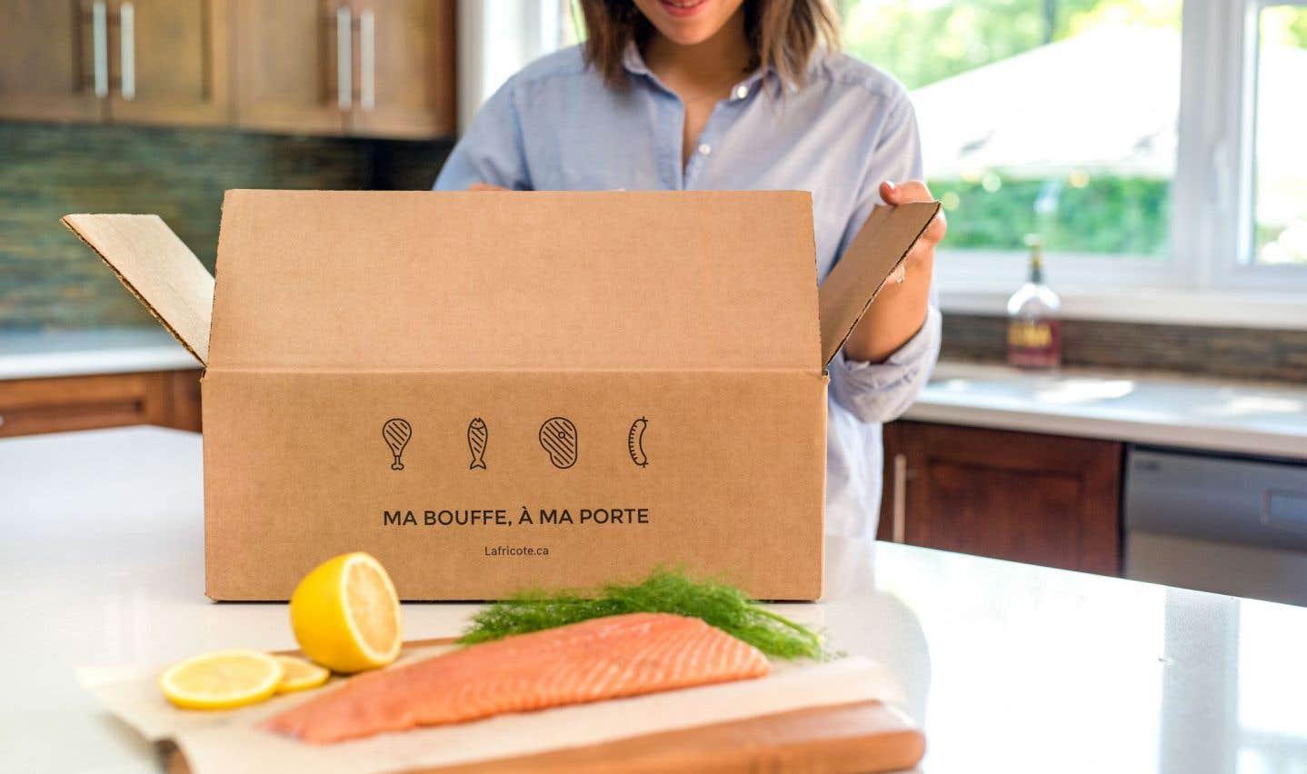 Présentés dans une boîte-glacière, les produits sont maintenus à une température conforme aux normes établies par le ministère de l'Agriculture, des Pêcheries et de l'Alimentation du Québec (MAPAQ).