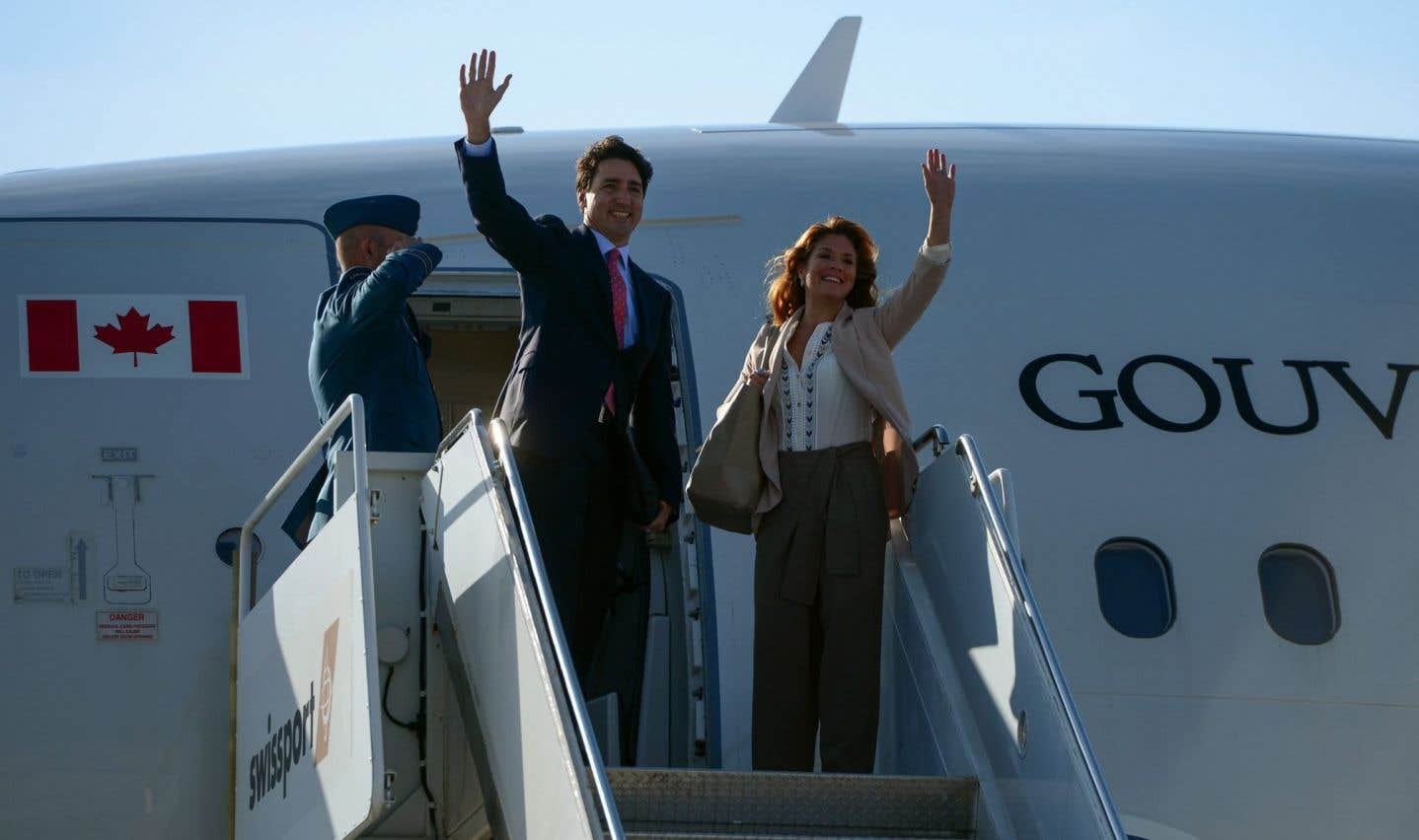 Le premier ministre Justin Trudeau et son épouse à leur départ d'Ottawa.
