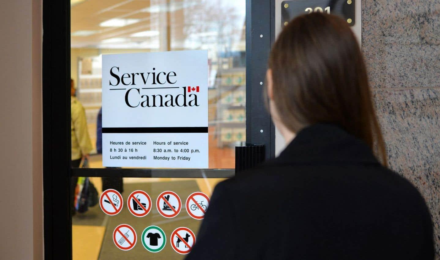 Services bilingues: Ottawa impose un moratoire aux bureaux gouvernementaux