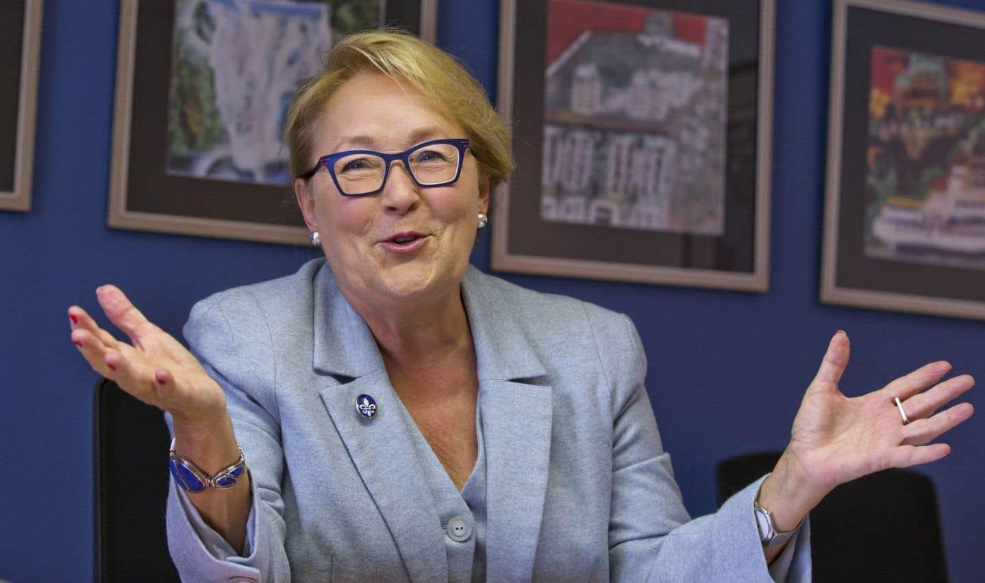 Le regard inquiet de Pauline Marois, la mère des CPE
