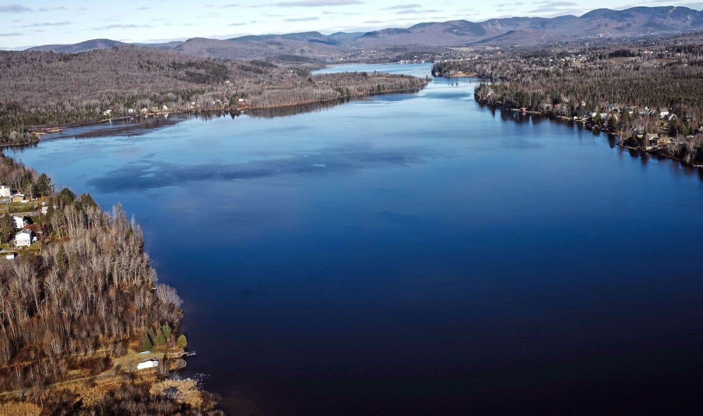 Seule la ceinture du lac Saint-Charles restera entièrement protégée par le règlement, avec une interdiction de construire sur 500 mètres.