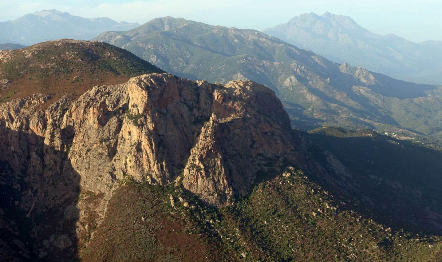 Entre Bocognano et Vizzavona, face au Monte d'Oro (en arrière-plan sur la photo), le paysage est majestueux.