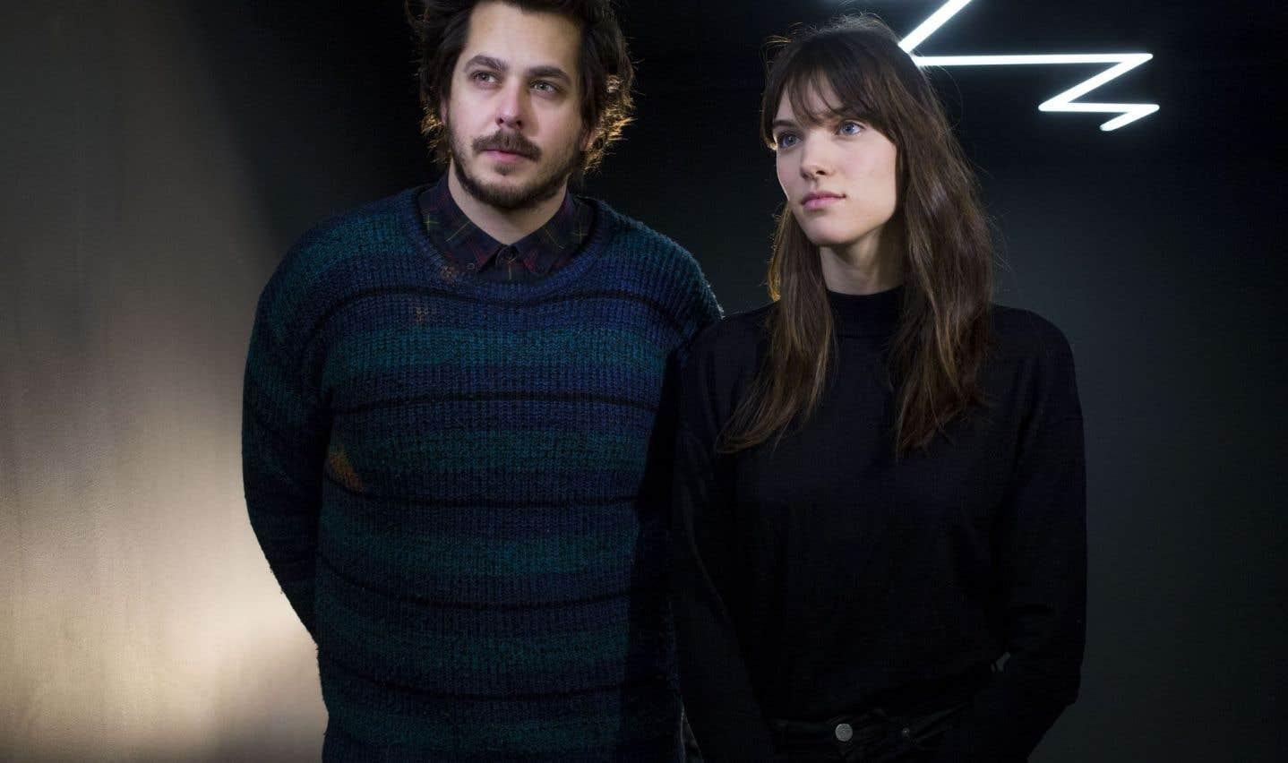 Charlotte Cardin et Matt Holubowski n'ont pas la même approche. Elle propose une pop électronique lente traversée de jazz, de rap et de soul, lui un folk moderne aux influences de Bon Iver et Patrick Watson.