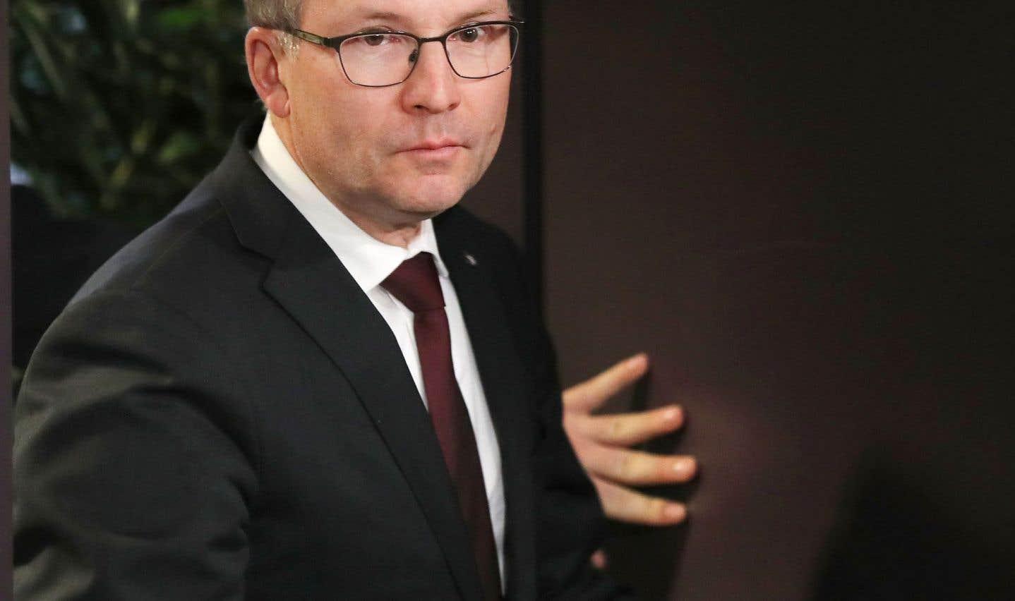 Les contrats «gré à gré» seront encadrés, promet Martin Coiteux