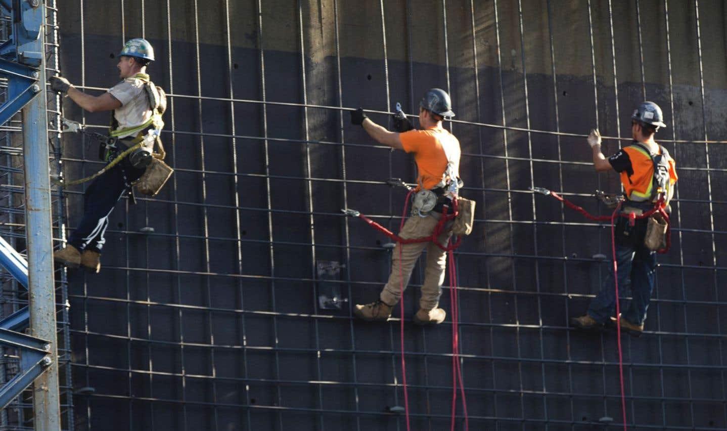 Les conventions collectives dans toute l'industrie de la construction, qui touchent quelque 175 000 ouvriers, sont encore en vigueur jusqu'au 30 avril.