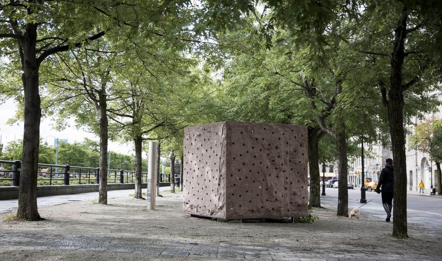 Mémoire ardente, de Gilbert Boyer, oeuvre souvenir du 350e de Montréal.