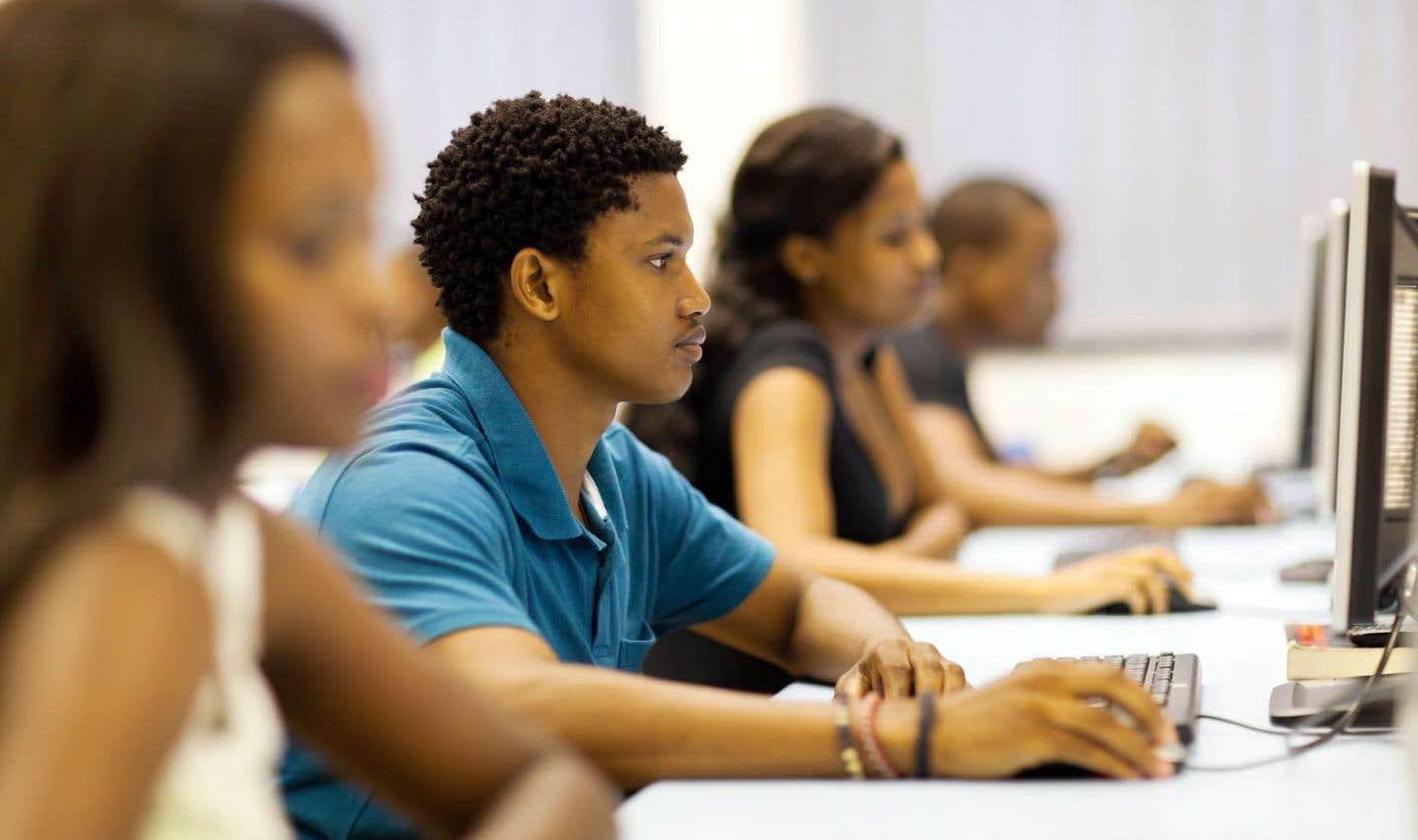 Le laboratoire virtuel permet aux étudiants de réaliser des expérimentations en manipulant à distance les appareils et d'en observer les résultats depuis n'importe quel ordinateur connecté de l'université.