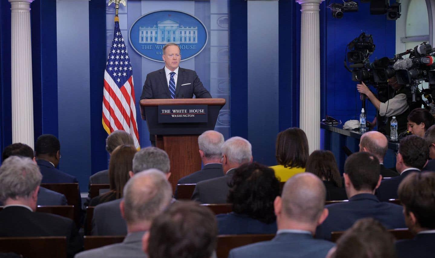 Le porte-parole de la Maison-Blanche, Sean Spicer, a laissé entendre que l'utilisation de «barils d'explosifs» serait désormais elle aussi une limite à ne pas franchir.