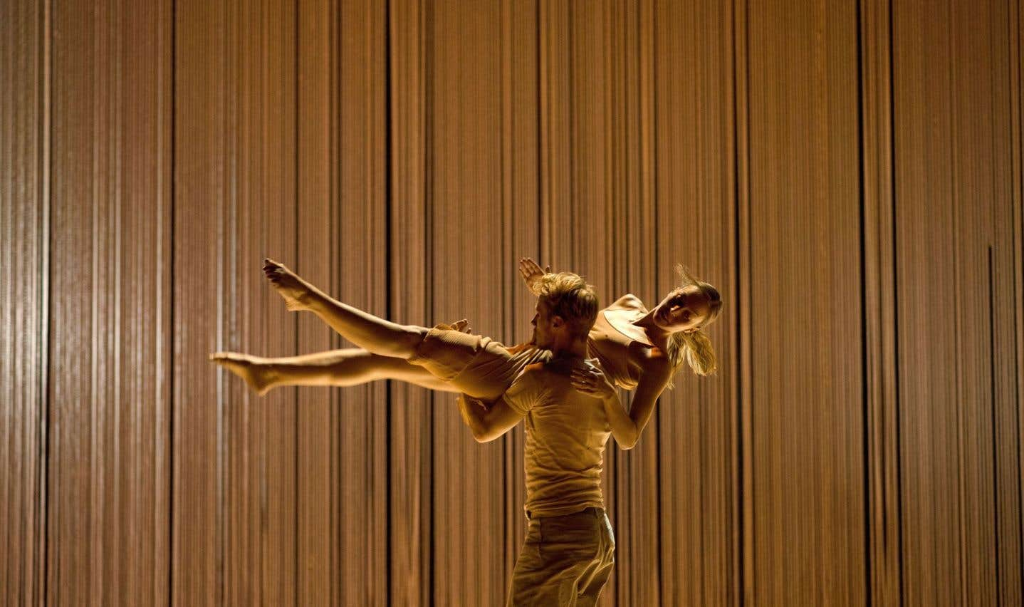 «Dans