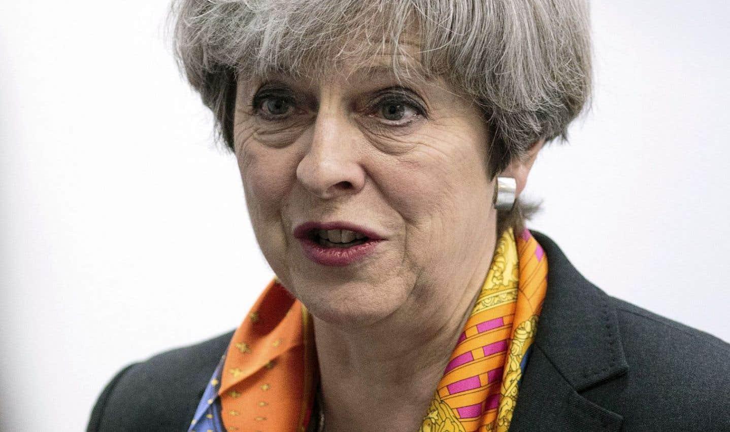 Large victoire pour Theresa May aux élections locales britanniques