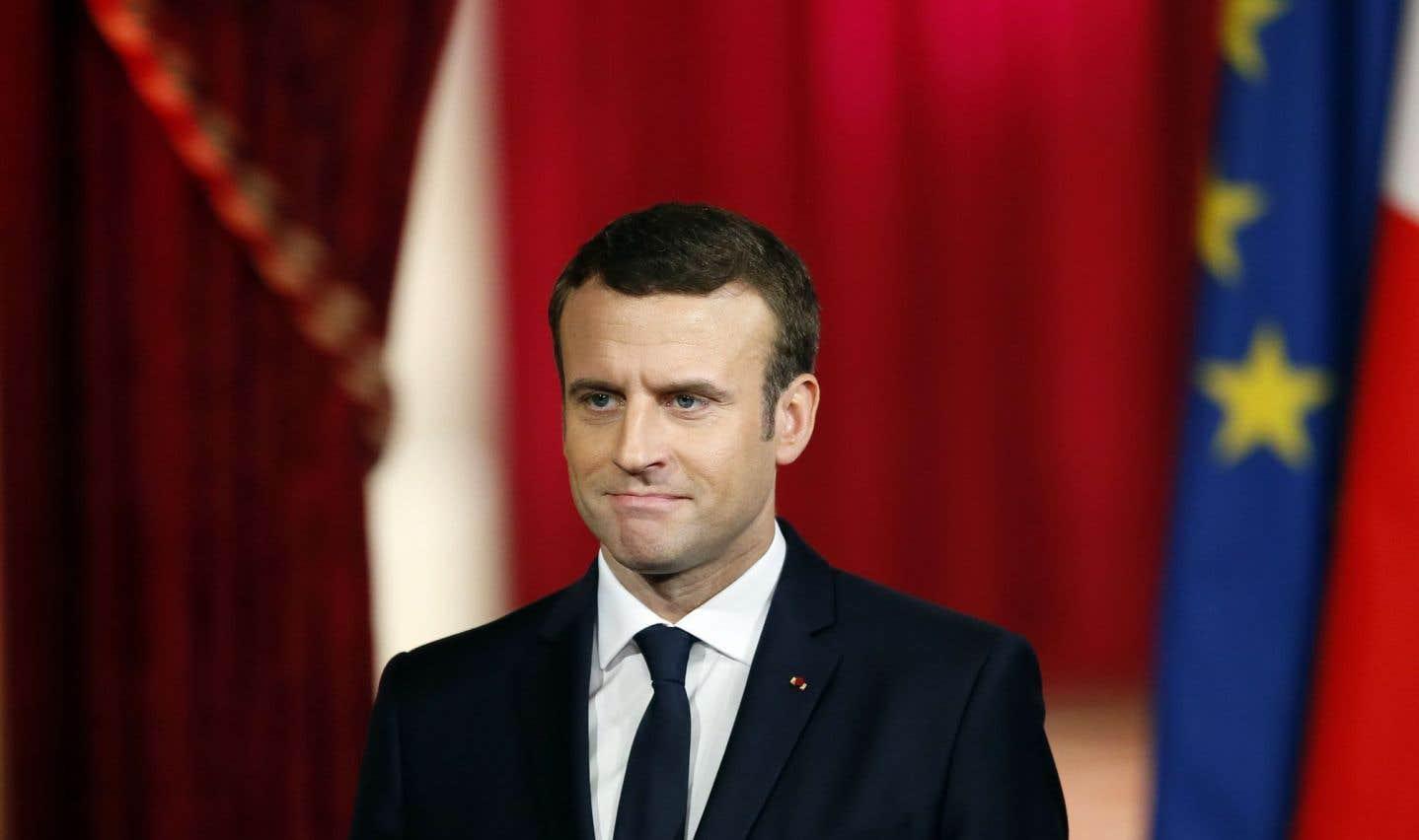 Le nouveau président français, Emmanuel Macron, entre à l'Élysée