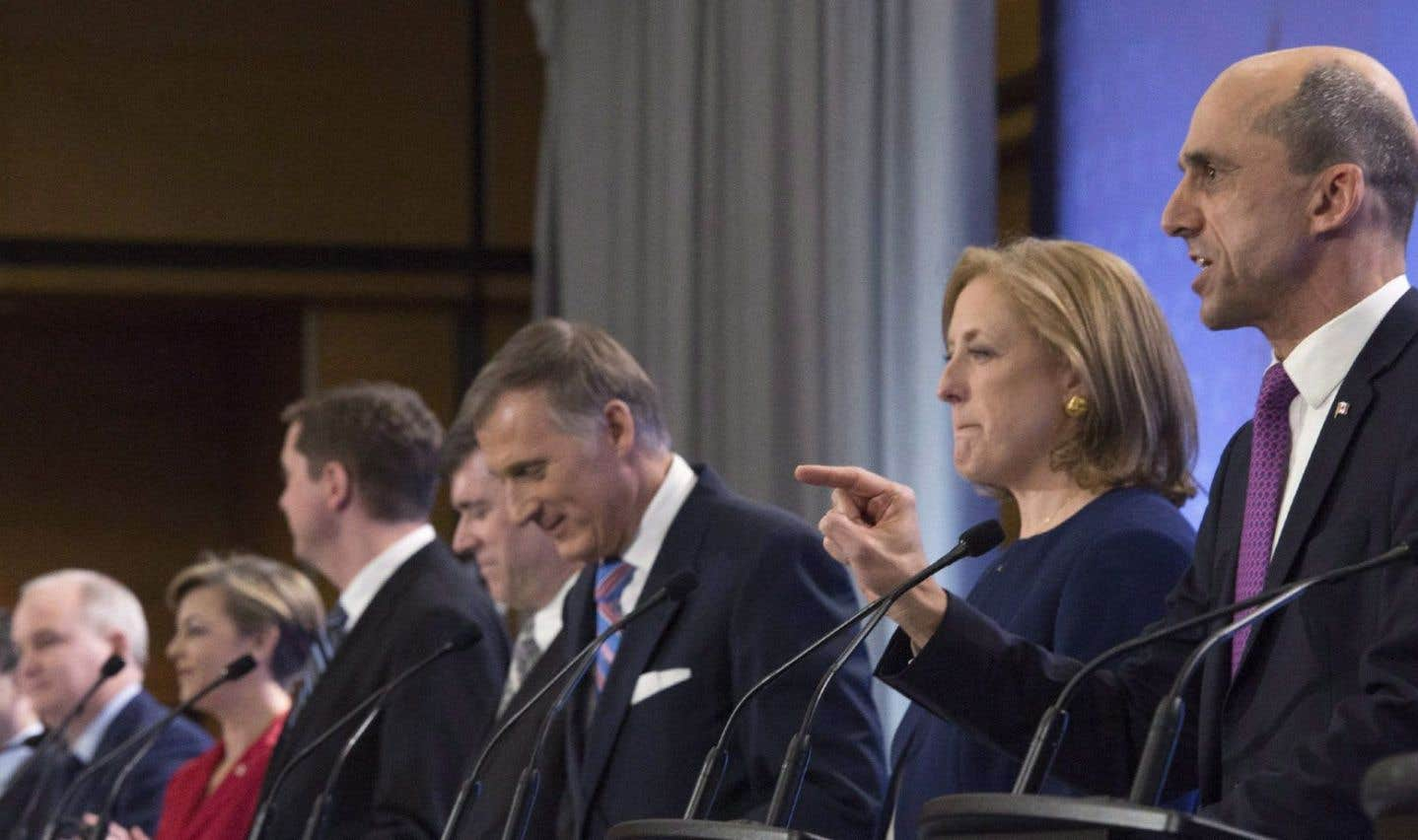 Des candidats à la course à la chefferie du PCC lors du débat en français à Québec le 17 février 2017