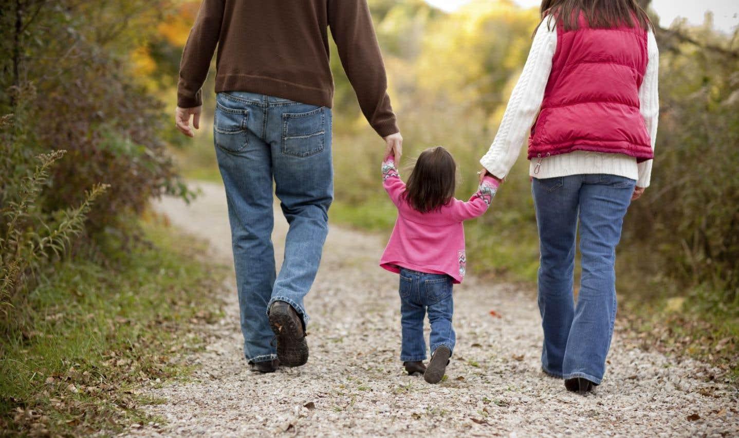 Une famille moyenne reçoit annuellement environ 2300$ de plus qu'avant que l'ACE remplace divers crédits d'impôt et prestations pour enfants.