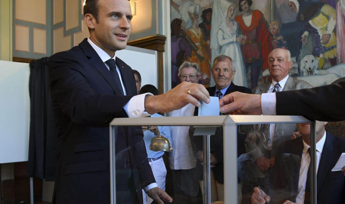 Législatives françaises: majorité écrasante pour Macron, abstention record