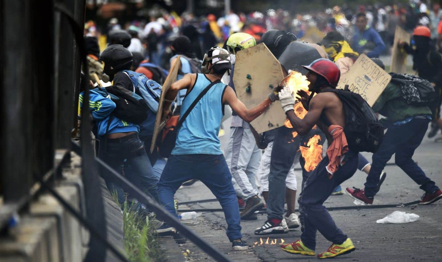 Des milliers de Vénézuéliens manifestent contre la répression