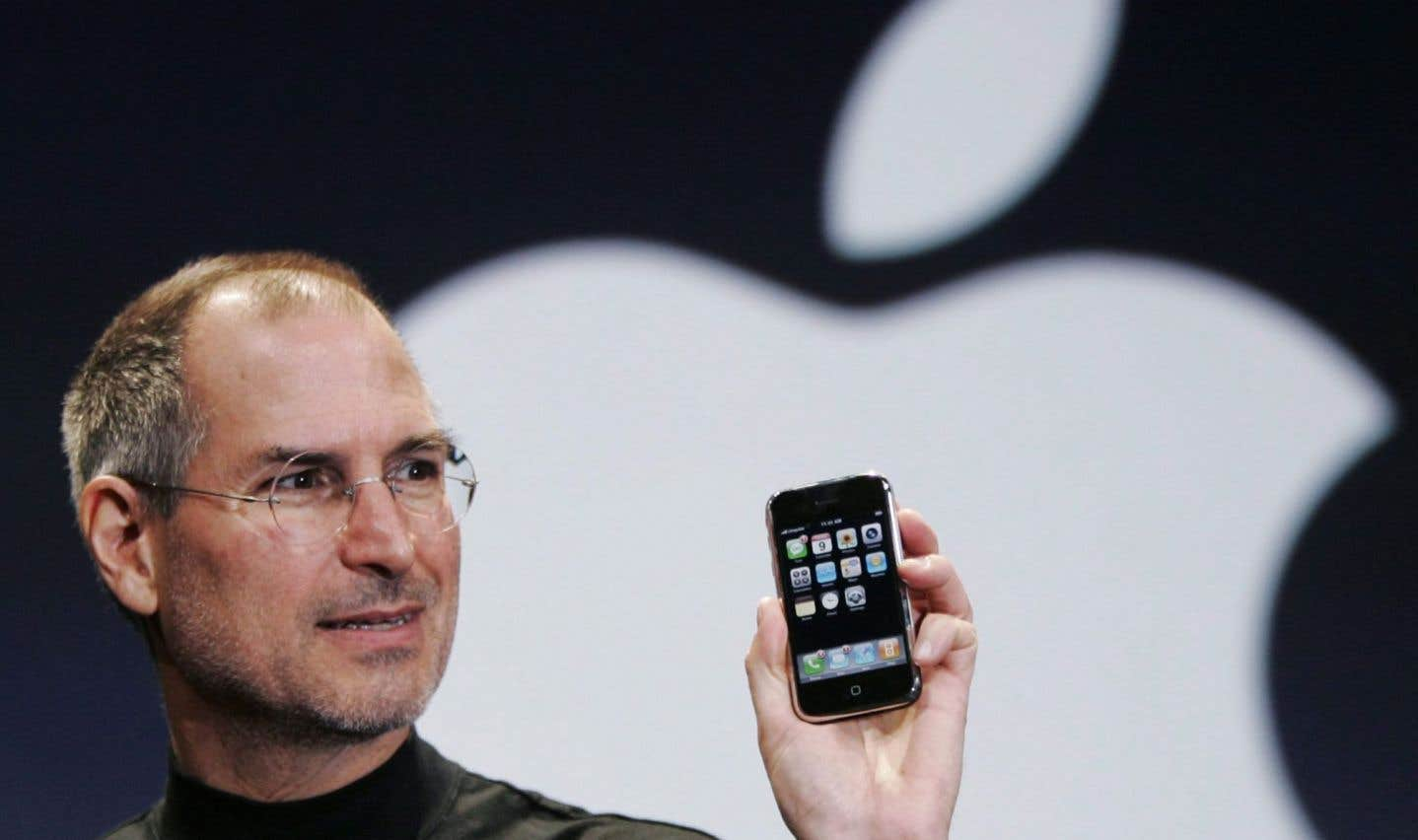 Steve Jobs dévoile le iPhone lors de la conférence MacWorld à San Francisco, le 9 janvier 2007.
