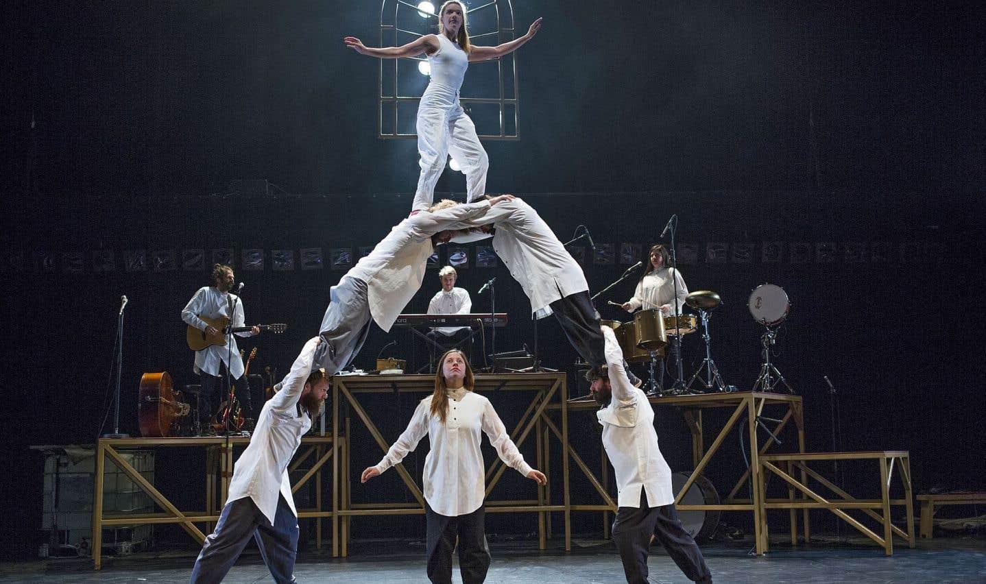 «Tabarnak»: messe néotrad pour cirque en bois brut