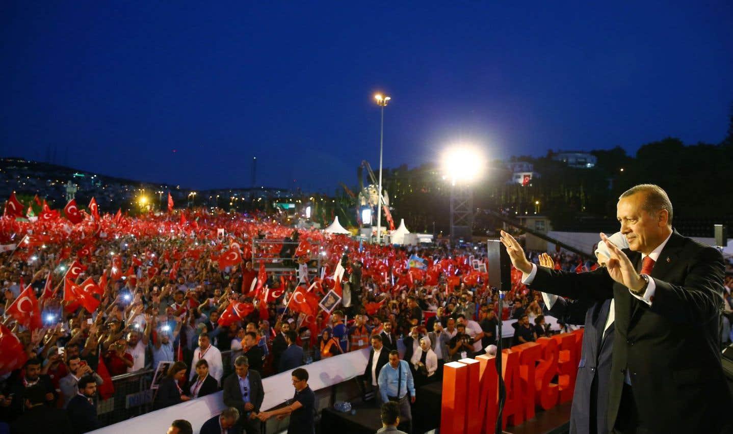 Le président turc inaugurait samedi soir à Istanbul un monument en hommage aux 249 personnes tuées la nuit du putsch manqué.