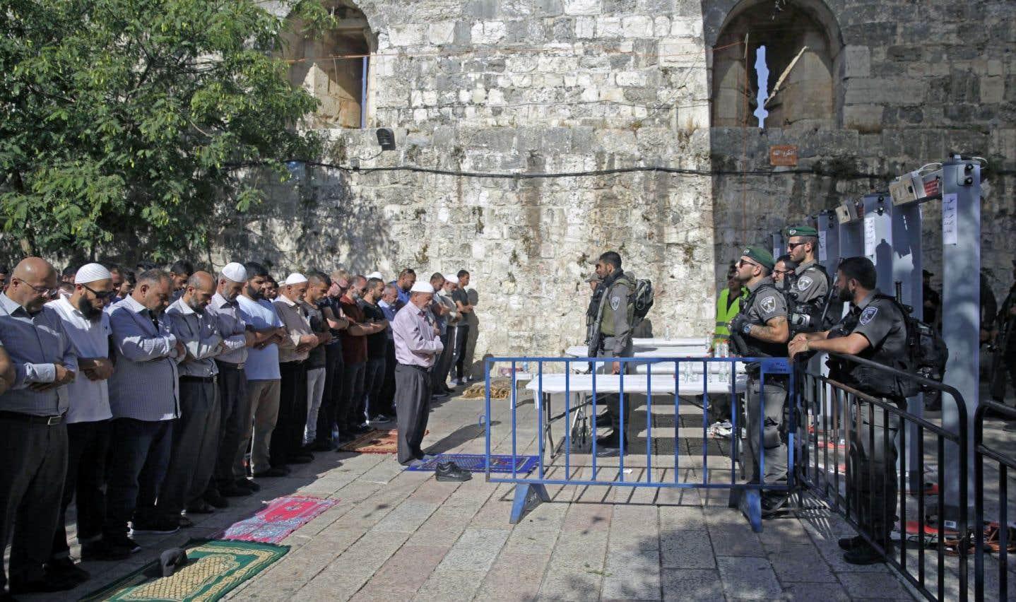 Esplanade des Mosquées: les fidèles musulmans refusent d'utiliser les détecteurs de métal