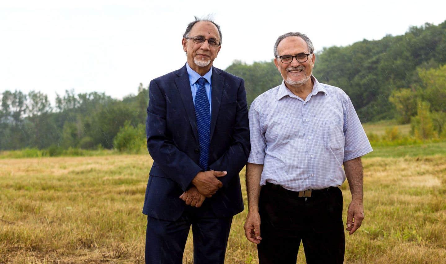 Le coordonnateur par intérim du projet de cimetière musulman, Boufeldja Benabdallah, et le président du CCIQ, Mohamed Labidi, se réjouissaient vendredi de récolter le fruit de 20 ans d'efforts.