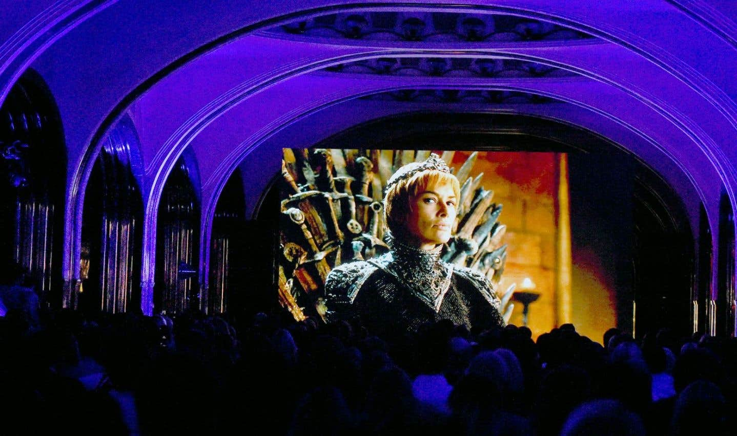 Des partisans de la série «Game of Thrones» regardent le premier épisode de la septième saison.