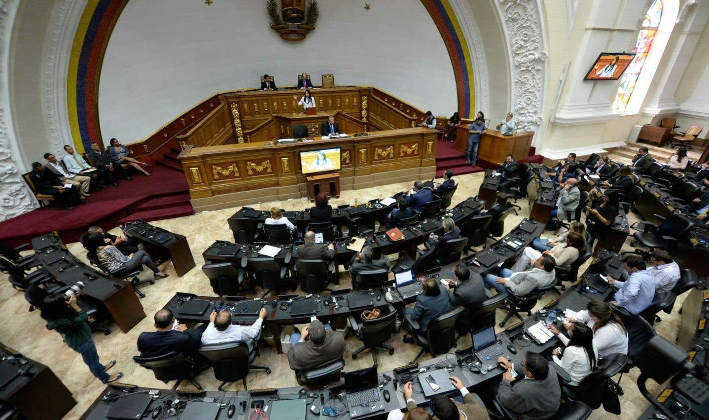 Le Parlement se fait confisquer ses pouvoirs