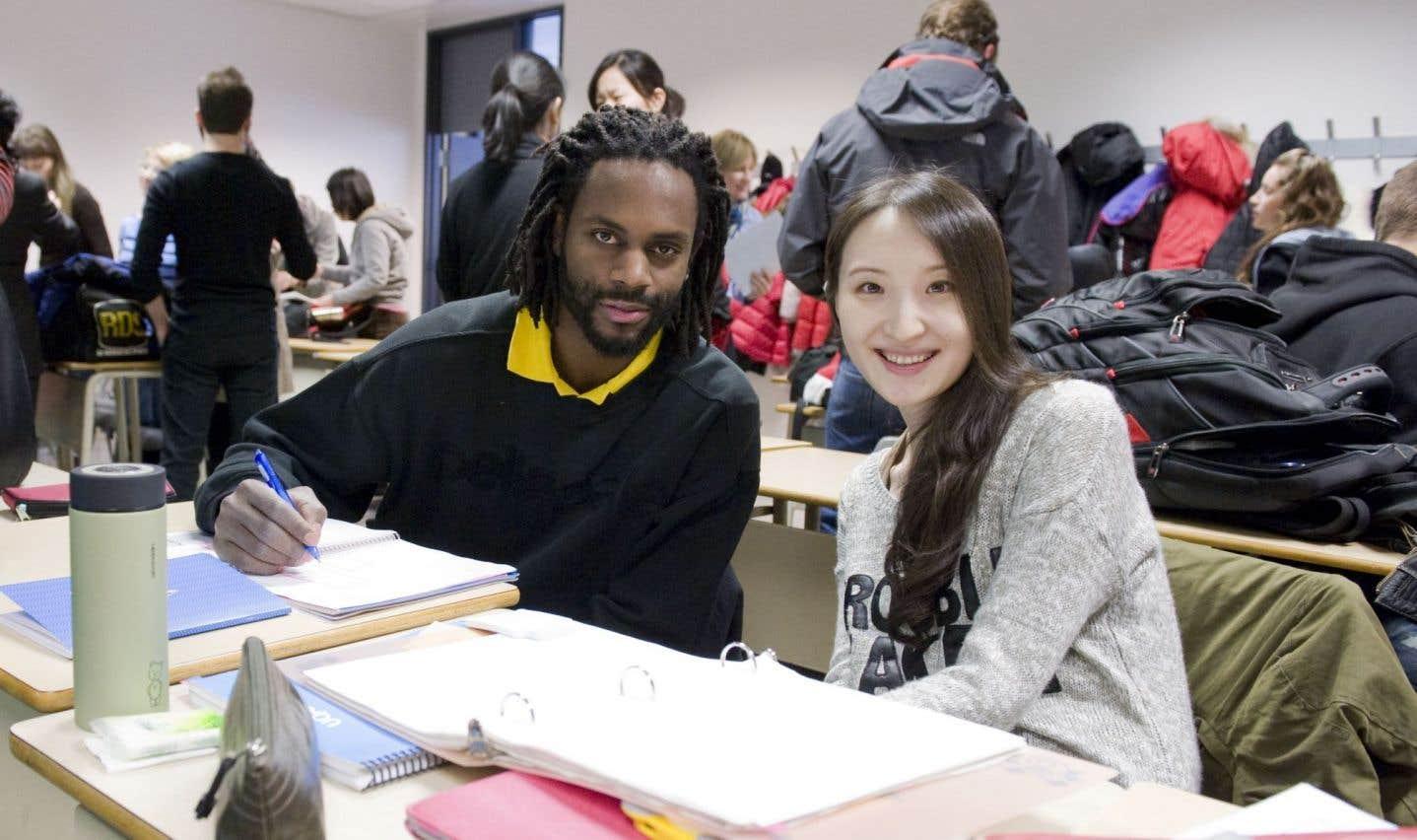 À l'UQAM, l'apprentissage des langues se conjugue désormais avec jumelage interculturel. En effet, des étudiants inscrits au certificat en perfectionnement du français langue seconde sont jumelés avec des étudiants francophones d'autres programmes.