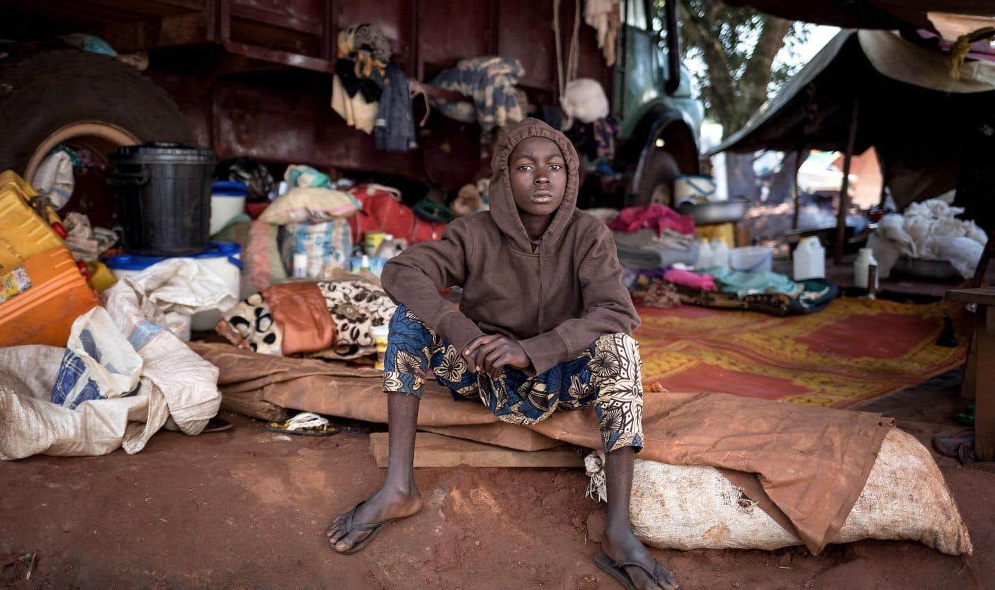 Un jeune migrant est photographié ici dans un camp de réfugiés de Bangassou, dans le sud-est de la République centrafricaine, le 14 août dernier.