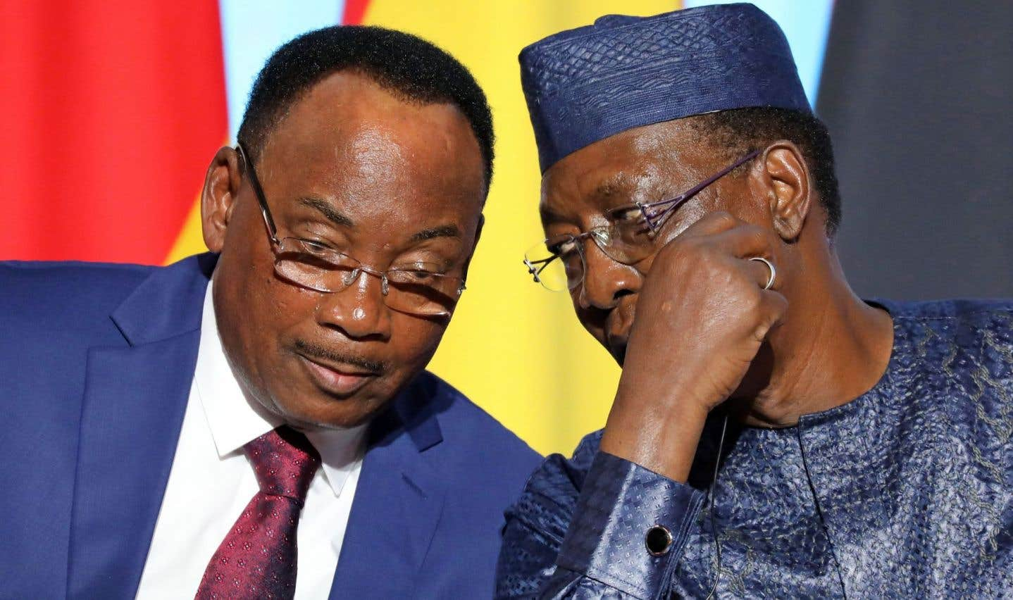 Les présidents du Niger, Mahamadou Issoufou, et du Tchad, Idriss Deby, lors du minisommet sur la crise migratoire à Paris, lundi