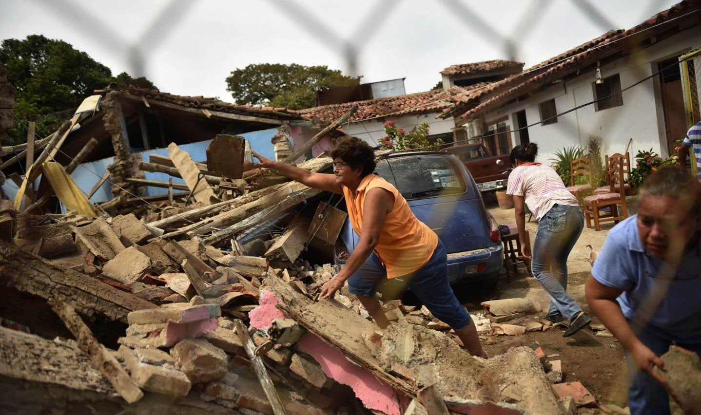 Le tremblement de terre s'est produit jeudi soir à 23h49 locales, surprenant beaucoup d'habitants dans la nuit et faisant resurgir le traumatisme du séisme de septembre 1985, qui avait fait plus de 10000 morts.