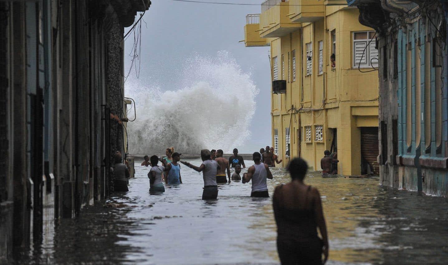 LaHavane, où vivent deux millions d'habitants, a été placée en«alerte»cyclonique.