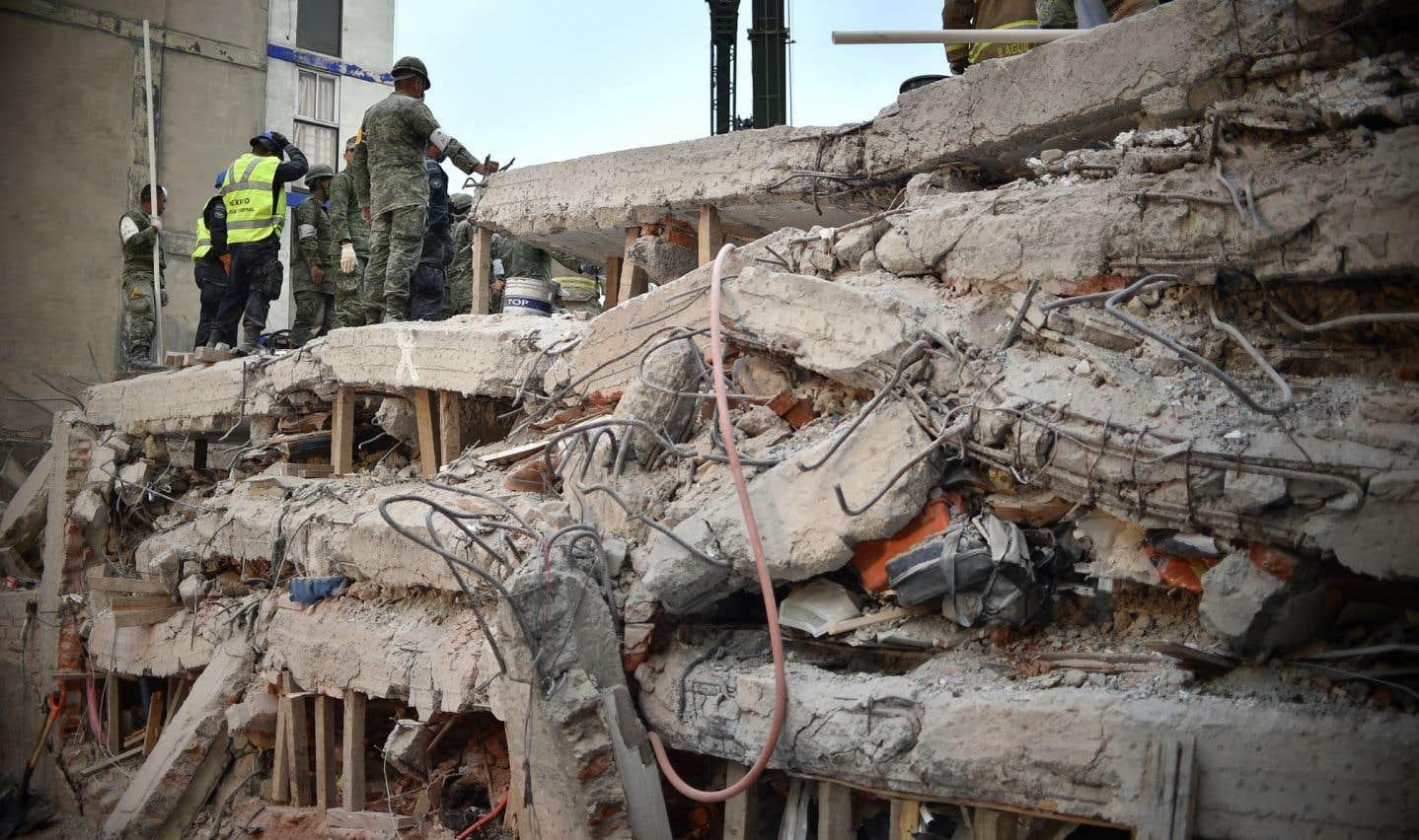 Le tremblement de terre, de magnitude 7,1, a fait s'effondrer au moins 50 immeubles à Mexico.